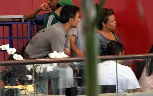 Marcos Pasquim observa gravação de Danielle Winits