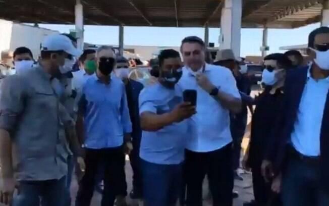 Bolsonaro apareceu em posto de gasolina em Goiás e gerou tumulto