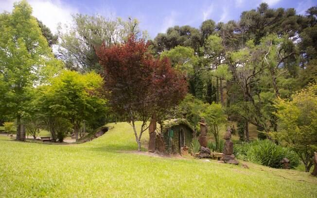 Casas temáticas: entre as opções está esse lugar que tem um belo jardim e uma bela vista para admirar o pôr-do-sol
