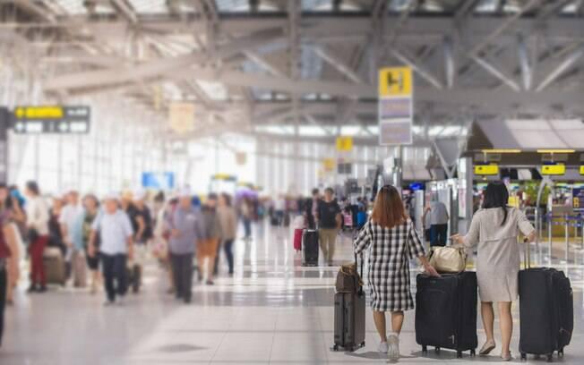 É necessário lembrar de fazer algumas coisas básicas antes de entrar no avião para ter uma viagem tranquila