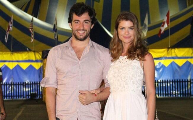 Alinne Moraes e Felipe Simão no espetáculo