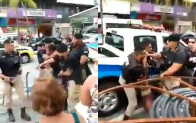 dois frames de  homens detendo rapaz