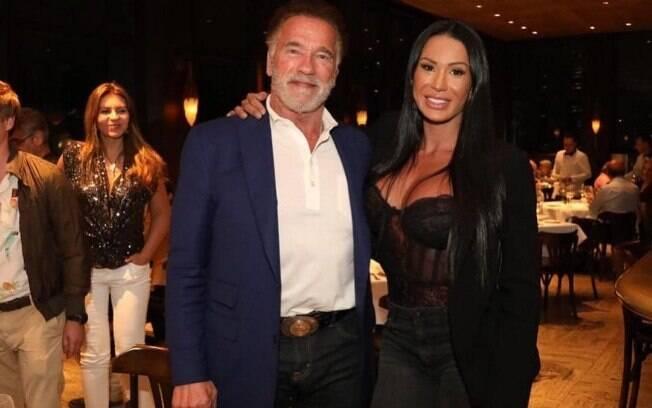 Gracyanne Barbosa tieta o ídolo Arnold Schwarzenegger