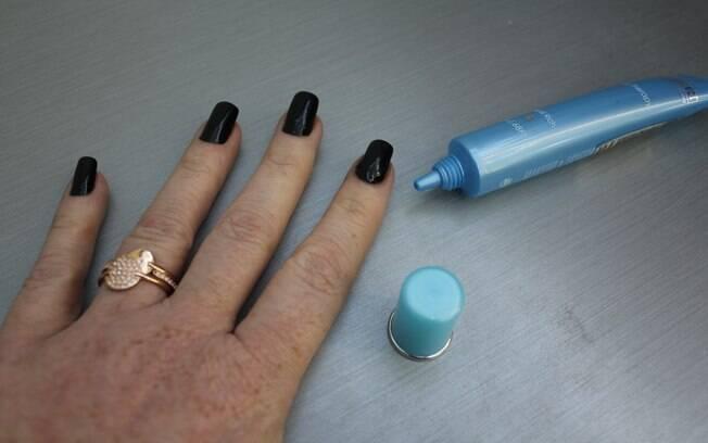 Cacá Filippini bateu um papo com a manicure Cecília Guanas para saber como manter as mãos lindas no inverno