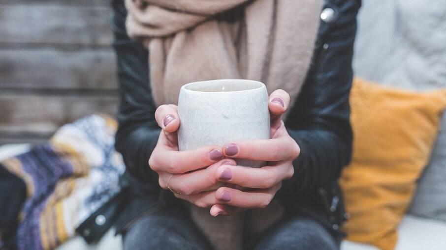 O chá é uma ótima opção para aquecer as tardes e noites de inverno