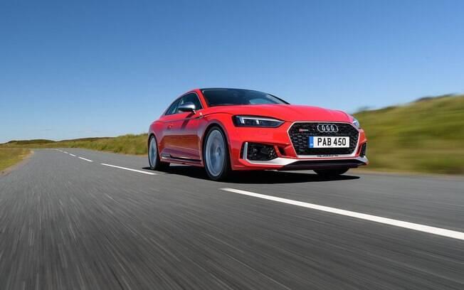 Audi RS5 vem com motor 2.9 biturbo, que leva o cupê esportivo de 0 a 100 km/h em apenas 3,9 segundos, diz a marca