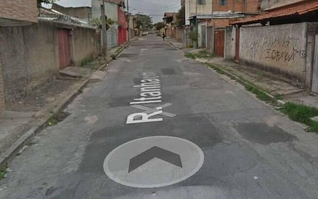O boletim de ocorrência registrou que a chegada da polícia no local do crime aconteceu às 21h40 da terça (8).