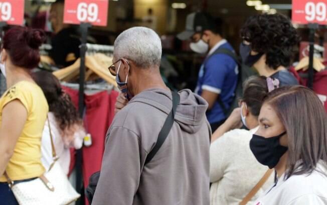 Comércio do Centro registra corre-corre atrás de compras do Dia dos Pais