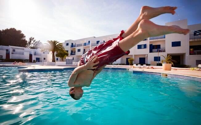 Cuide de seu ouvido depois dos banhos de mar e piscina e evite problemas