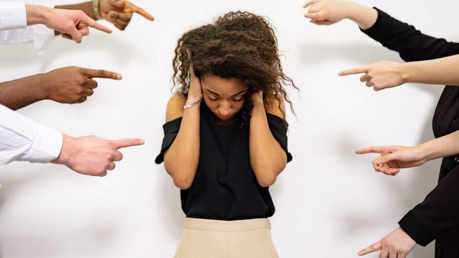 Cerca de 47% das mulheres já sofreram algum tipo de assédio no trabalho