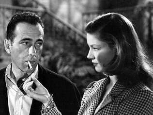 """Broadway. Atriz em cena com Humprey Bogart em """"Uma Aventura na Martinica"""""""