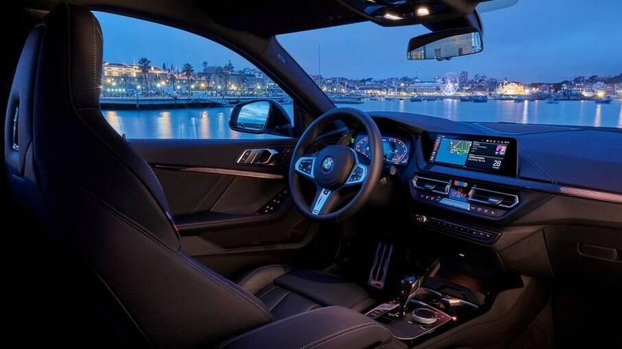 Interior sofisticado do BMW tem acesso à internet e cluster totalmente digita e configurável, entre outros itens