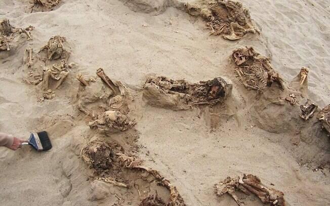 Cinco anos depois das primeiras pistas do sacrifício, os arqueólogos descobriram centenas de outros corpos na região