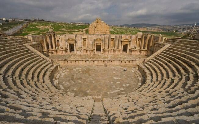 Ruína de anfiteatro romano em Jerash