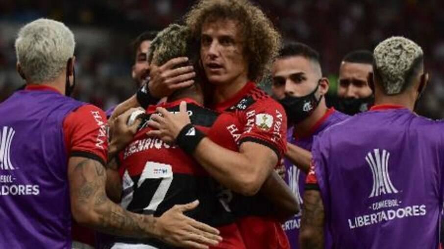 Flamengo confirma lesão de David Luiz
