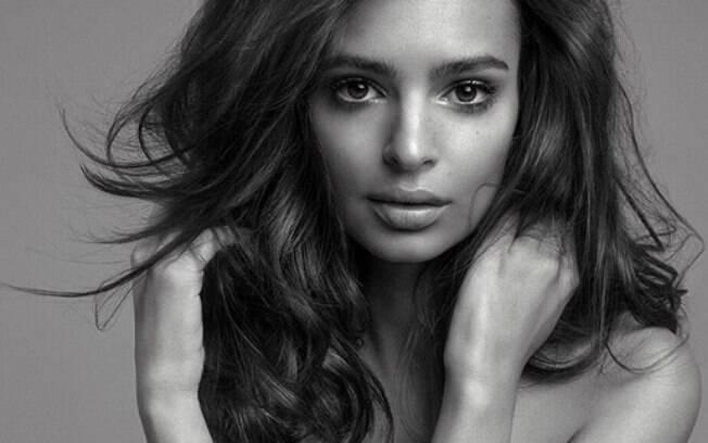 Emily Ratajkowski é modelo, atriz e ativista. Atriz ficou conhecida por atuar na série