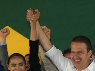 Marina Silva posa ao lado de Eduardo Campos