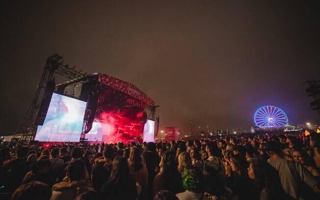 Público curte o show do Kings of Leon no segundo dia do Lollapalooza 2019