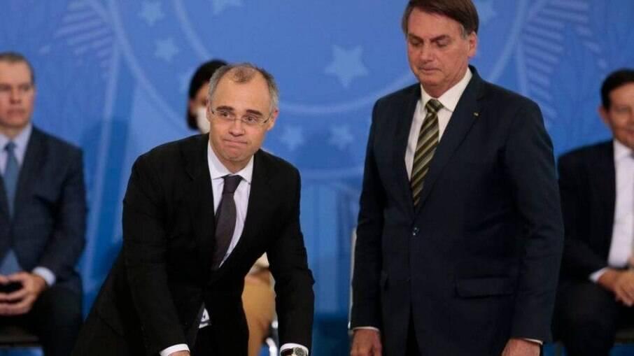Na foto, André Mendonça e Jair Bolsonaro