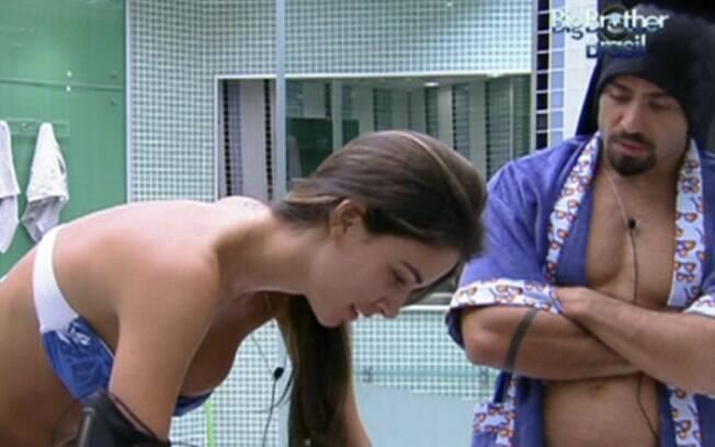 Laisa analisa relação entre Renata e Jonas