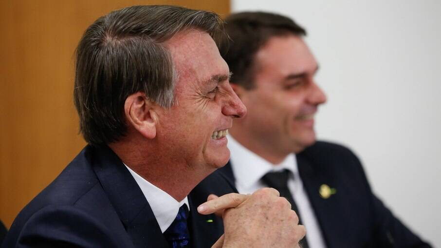 Ex-assessores de Jair Bolsonaro receberam R$165 mil somente em auxílios