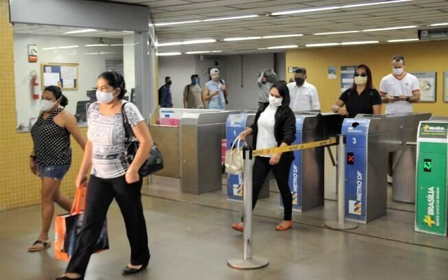No início da pandemia%2C cada pessoa que contraía o vírus passava a doença para outras 3%2C5
