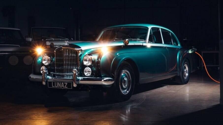Assim como o Bentley, outros clássicos estão sendo convertidos em elétricos na Europa e EUA