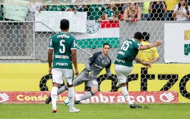 Gustavo Gómez marcou o gol do Palmeiras de pênalti