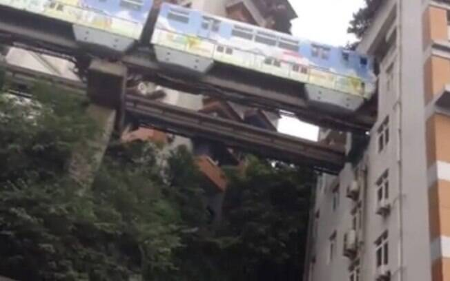 Segundo moradores de prédio, barulho do trem não incomoda: 'carros na rua são piores'