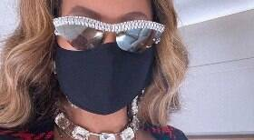 Beyoncé: de jatinho e usando itens de grife