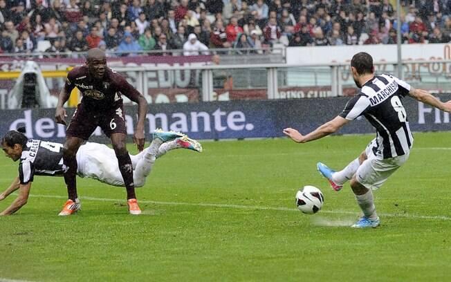 Marchisio completa para o gol e faz o segundo  da Juventus contra o Torino