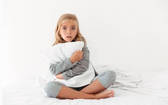 É normal as crianças sentirem medo, mas os pais devem saber como lidar com certas situações