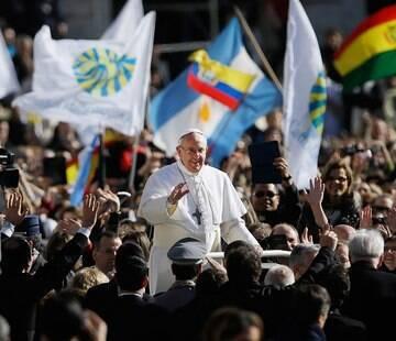 Cerimônia marca início de pontificado de argentino