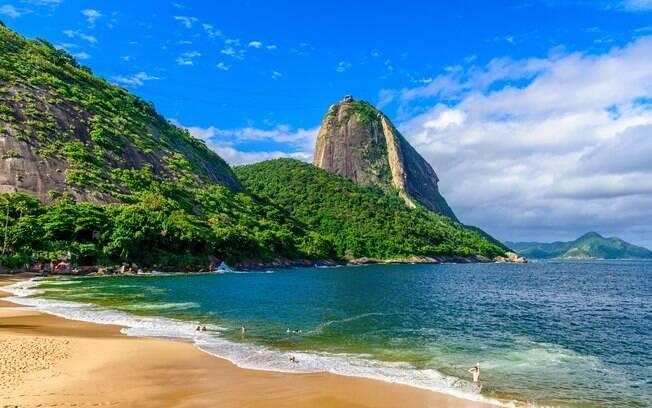 Praia Vermelha com o Morro do Pão de Açúcar ao fundo