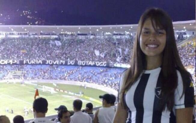 620d8966c8 Gandula do Engenhão não esconde a paixão pelo Botafogo fora das quatro  linhas. Foto