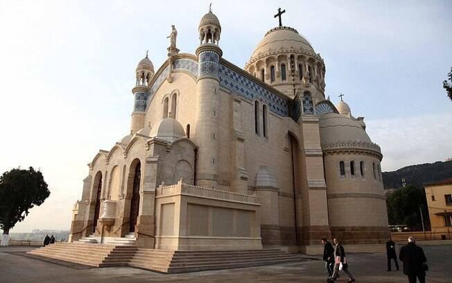 A Argélia, que tem como um dos pontos turísticos a Catedral de Notre Dame, ficou em 8º lugar. 90% dos entrevistados disseram ser religiosos.. Foto: Magharebia/Wikipédia