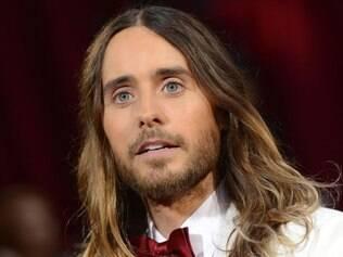 Jared Leto mudou de visual depois de mais de um ano mantendo uma longa cabeleira e barba