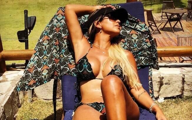 Mulher do Tiririca sensualiza ao compartilhar foto de biquíni e recebe muitos elogios de seus seguidores no Instagram