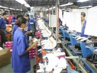Apesar de ganhos menores por causa do dólar baixo e juros altos, setor aumenta emprego em 5,74% no Estado.