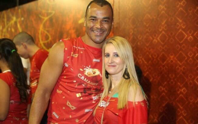 Cafu e a esposa Regina no camarote do  carnaval paulista no Anhembi