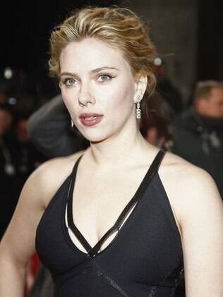 Scarlett Johansson em evento na Alemanha em fevereiro