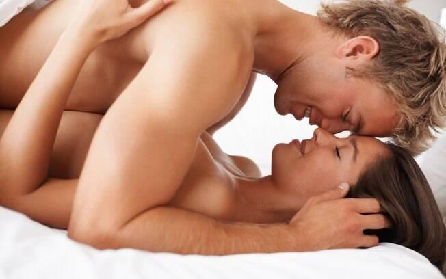 Depilação íntima, brinquedos eróticos e cenários novos podem tornar o sexo mais divertido para o casal