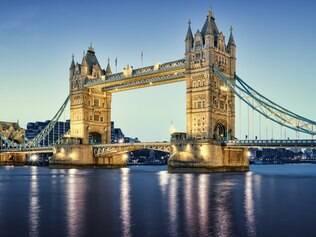Rio Tâmisa divide Londres em duas partes bastante distintas