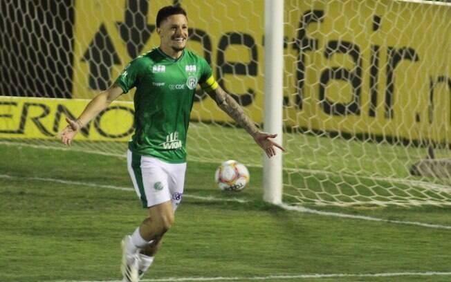 Guarani marca no final e arranca vitória no Brinco