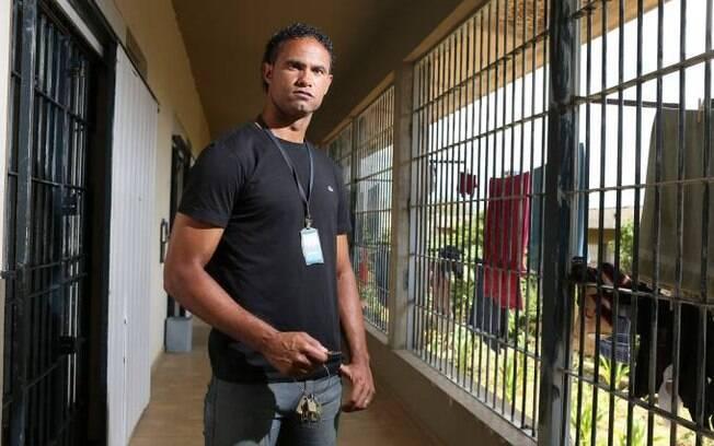 Goleiro Bruno segue preso em Minas Gerais