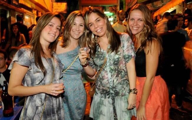 As amigas Maria Júlia Rocha, Aline Pievrangelini, Paula O´Neill e Flávia Frasão afirmam não ter medo de ir à festa da favela