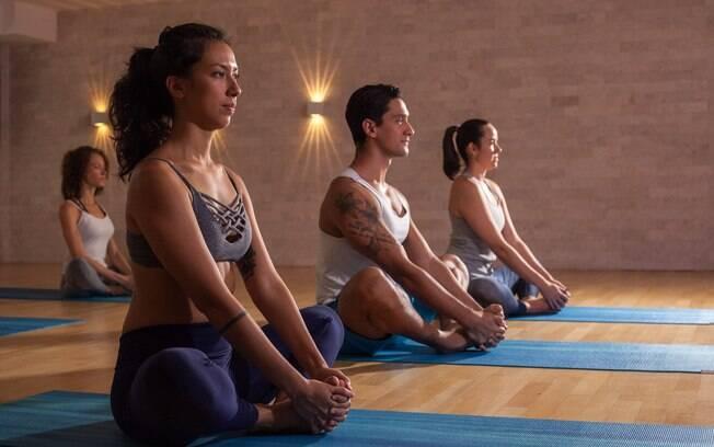 Calor durante a ioga aumenta a vasodilatação, aumentando a circulação de sangue nos músculos e articulações