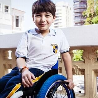 Outra história: João Lucas, 10, frequenta a mesma escola que o irmão Luiz. Para a mãe, Adriana, relação entre os dois não tem protecionismo