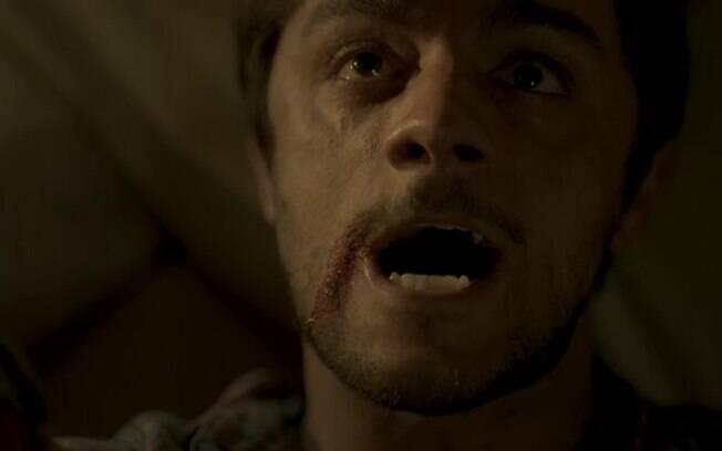 Jonatas (Felipe Simas) leva facada ao tentar salvar Eliza (Marina Ruy Barbosa), em