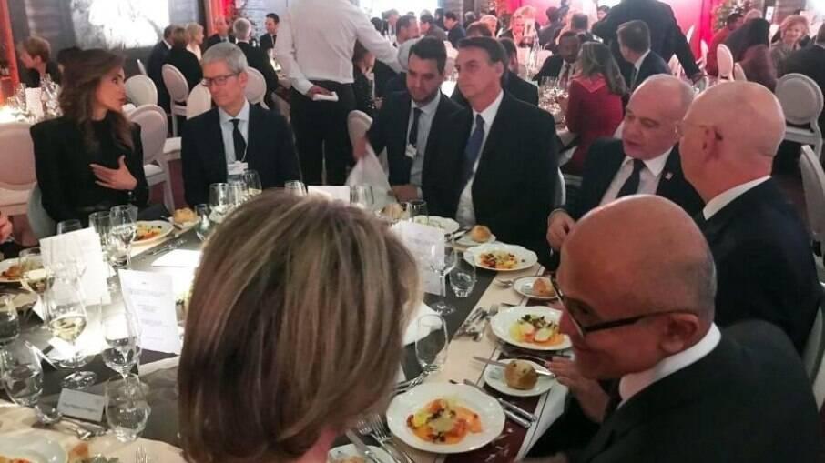 Bolsonaro jantou com CEo da Apple, da Microsoft, entre outros grandes líderes mundiais